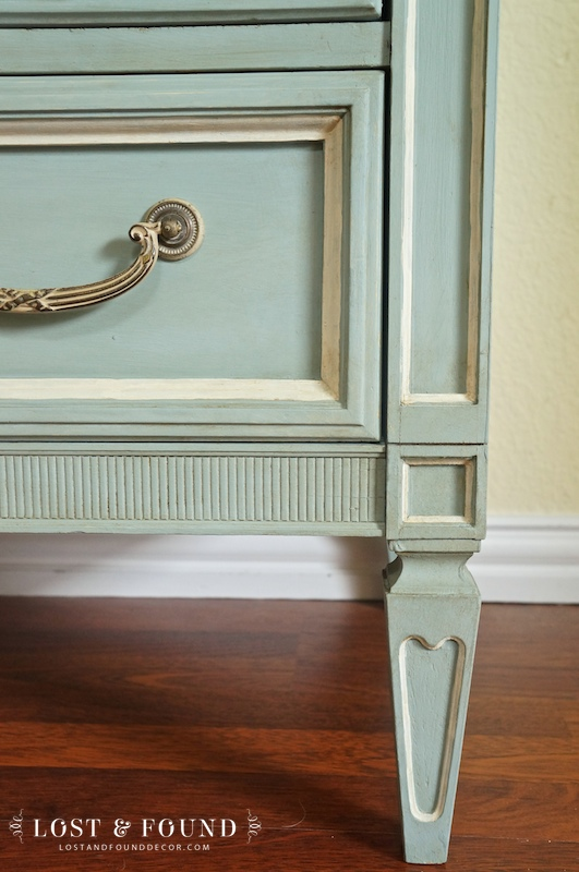 one-day-painting-with-chalk-paint-makeover-12